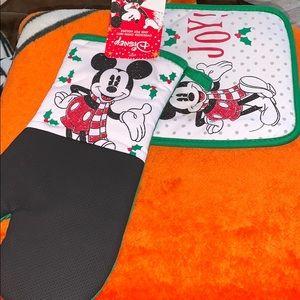 DISNEY Christmas Mickey Mouse kitchen set!
